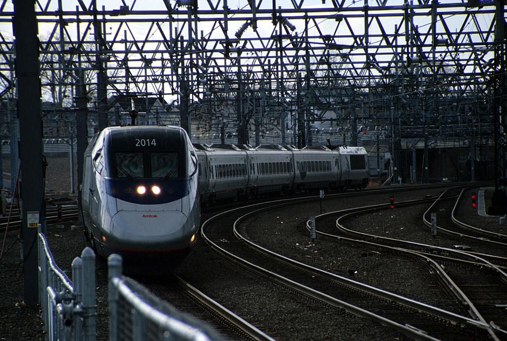 26-Amtrak_Acela2014_NH