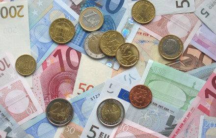 Euro_coins_and_banknotes