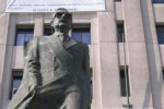 Statue of Salvador Allende in front of the Palacio de la Moneda. Source: Wikipedia Commons. Creative Commons license