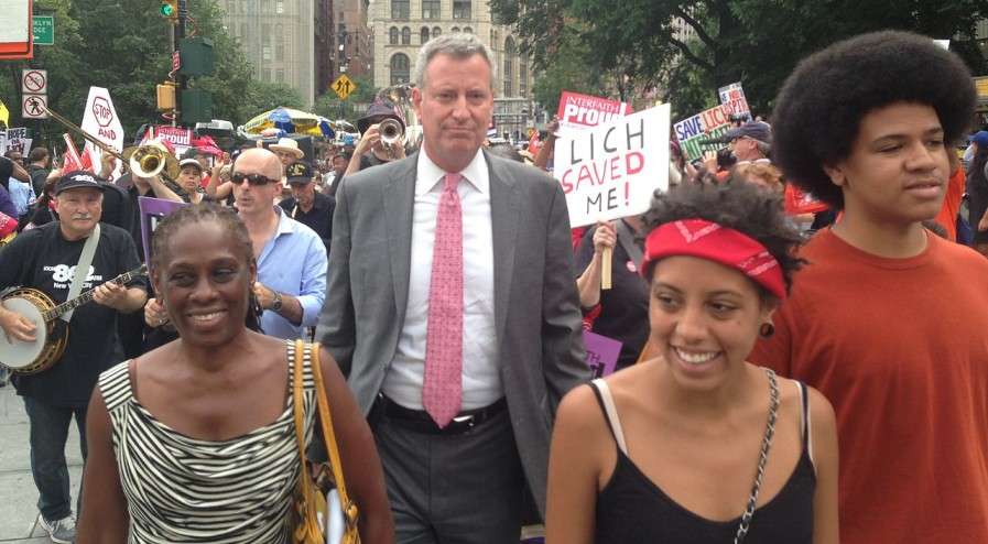 1280px-Bill_de_Blasio_and_family