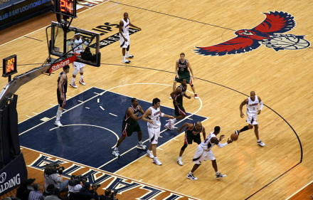 800px-Atlanta_Hawks_v_Milwaukee_Bucks_03_2010