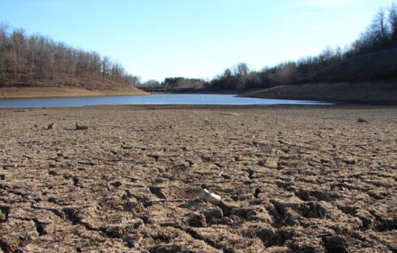 California_Drought_Dry_Riverbed_2009