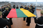 800px-Hoisting_Lithuanian_flag_on_Gediminas_tower,_Vilnius_(2)