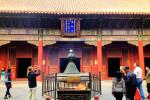 Gfp-china-beijing-worshipping-at-lama-temple